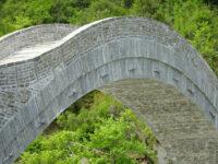 Οι τελευταίες πινελιές στο Γεφύρι της Πλάκας