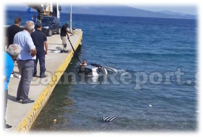 Αυτοκίνητο έπεσε στη θάλασσα αντί να μπει στο πλοίο