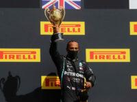 Formula 1: Επική νίκη Χάμιλτον στη Βρετανία με μία ρόδα λιγότερη (video)