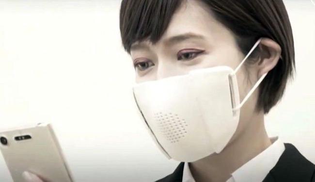 """Ιαπωνία: Έφτιαξαν """"έξυπνη"""" μάσκα που μεταφράζει και απομαγνητοφωνεί"""