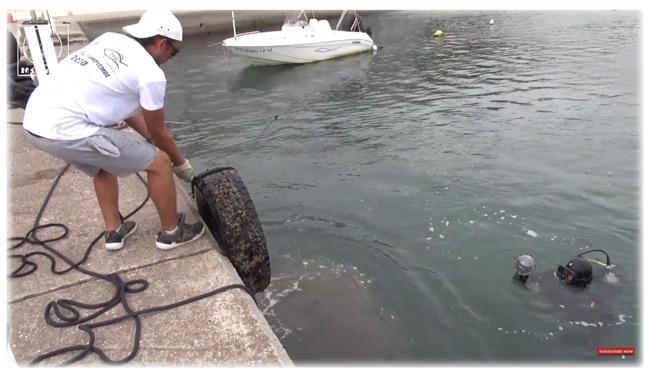 Λάστιχα, ποδήλατα, κάγκελα στο βυθό του Αμβρακικού – Καθαρίστηκαν από εθελοντές Μαρίνα και Λιμάνι Αμφιλοχίας