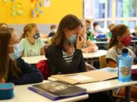 Απειλούν οι αρνητές της μάσκας στα σχολεία – Προετοιμάζουν κινητοποιήσεις μετά τις 27.000 ακατάλληλες μάσκες