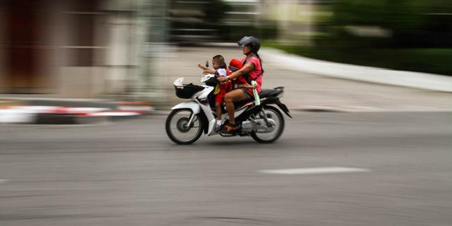 Νέος ΚΟΚ: Μετά τα 16 τα παιδιά σε μηχανάκι, σε ειδικό κάθισμα έως 12 ετών στο αυτοκίνητο