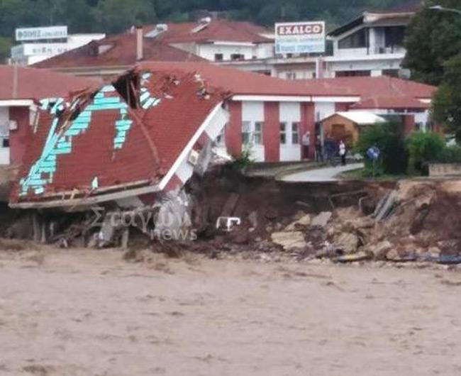 «Ιανός»-Καρδίτσα: Κατέρρευσε το κέντρο Υγείας στο Μουζάκι από την ορμητικότητα των υδάτων