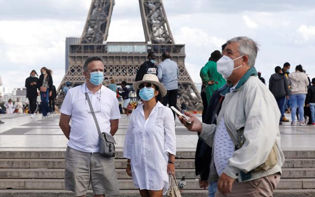 Σε κατάσταση έκτακτης ανάγκης η Γαλλία – Απαγόρευση κυκλοφορίας σε Παρίσι και άλλες πόλεις