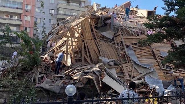 Σεισμός-Σμύρνη: 4 νεκροί και 120 τραυματίες