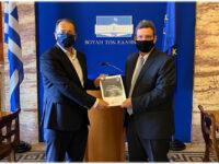 Την Ετήσια Έκθεση αξιολόγησης των Πανεπιστήμιων μας παρέλαβε ο Γιώργος Στύλιος από τον Πρόεδρο της ΕΘ.Α.Α.Ε.