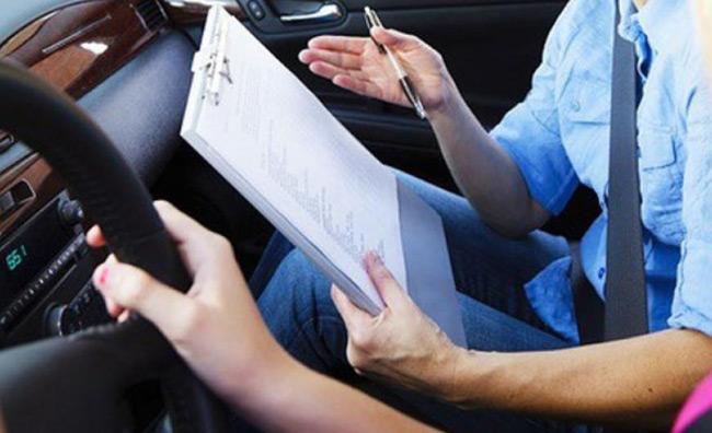 Δίπλωμα οδήγησης: Μαθήματα οδήγησης από τα 17 -.Οι αλλαγές σε εκπαίδευση και εξετάσεις