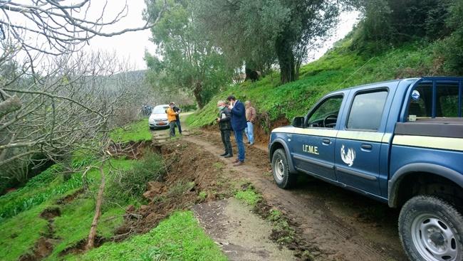 Νέες φωτογραφίες από τις ζημιές στο Δήμο Αμφιλοχίας – Μεγάλες καθιζήσεις εδαφών