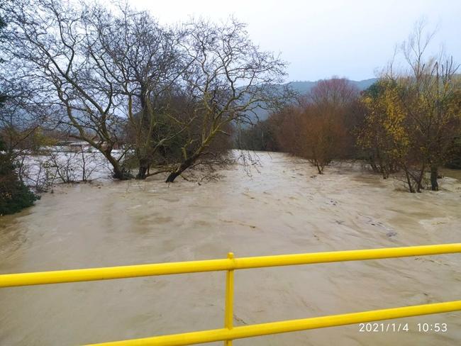 Ξεχείλισε ο ποταμός Ίναχος στους Αμοργιανούς – Ανέβηκε η στάθμη στη Μπούκα , πλημμύρισε το νεκροταφείο