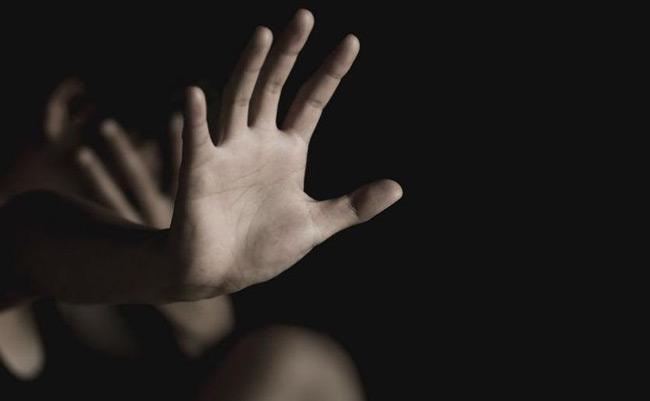 Χειροπέδες σε διευθυντή Δημοτικού για σεξουαλική κακοποίηση μαθήτριας