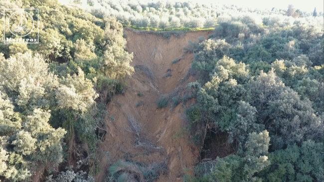 Καθίζηση εδάφους στην περιοχή του Αμπελακίου ανησυχεί τους κατοίκους