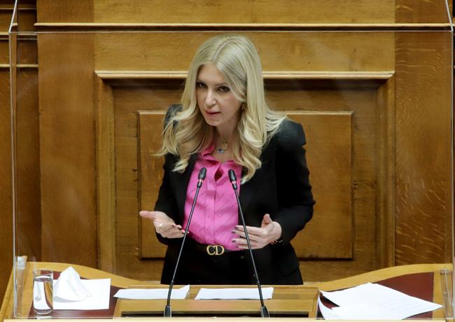 Φωτεινή Αραμπατζή στη Βουλή: Είμαστε κάθε λέξη του Νόμου για το κυρωτικό πλαίσιο κατά των «ελληνοποιήσεων»
