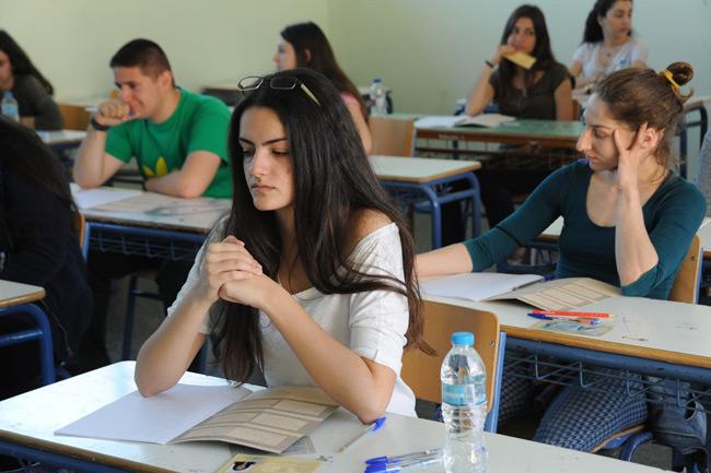 Πανελλήνιες: 25.000 μαθητές εκτός ΑΕΙ λόγω Ελάχιστης Βάσης Εισαγωγής