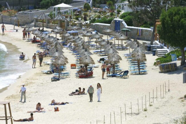 Ο  Βασίλης Χήτος προσγειώθηκε με ελικόπτερο σε beach bar της Μυκόνου – Τι απαντά