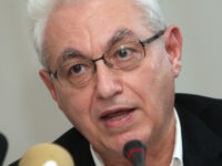 Πέθανε στο γραφείο του ο καθηγητής Γιάννης Καζάζης