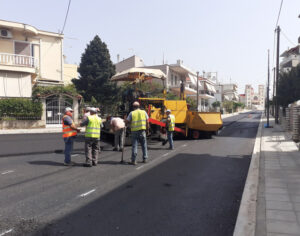 Αγρίνιο: Σε εξέλιξη  η ασφαλτόστρωση και οι εργασίες ανακατασκευής της οδού Αγ. Βαρβάρας