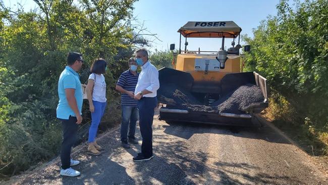 Συνεχίζονται με ακόμη 2.700 μ. ασφαλτοστρώσεων στο Ψαθοτόπι τα έργα αγροτικής και δημοτικής οδοποιίας 80 χλμ στο Δήμο Αρτάιων.