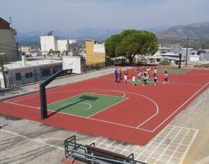 Επίστρωση ελαστικοσυνθετικού δαπέδου στους αύλειους χώρους των σχολείων. Χρ. Τσιρογιάννης: «23 αυλές σχολείων αναβαθμίζονται»