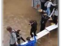 Κακοκαιρία Μπάλλος – Νέα Φιλαδέλφεια: Μαθητές πάνω σε θρανία για να φύγουν από πλημμυρισμένο σχολείο
